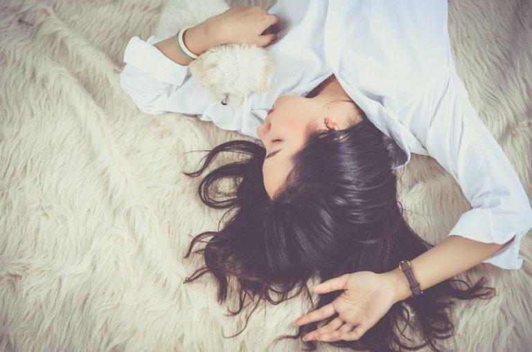 como dormir melhor sem remedios